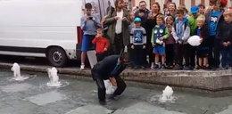 Burmistrz skoczył do fontanny, by pomóc chorej Wiktorii