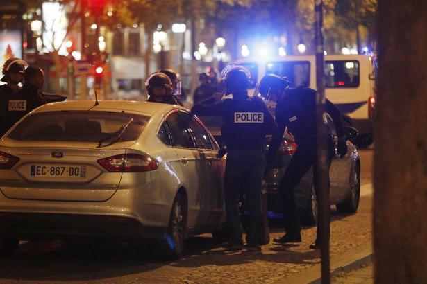 Nieznane są szczegóły incydentu. Na Twitterze paryska policja zamieściła apel, by unikać miejsca, w którym oddano strzały , EPA/ETIENNE LAURENT