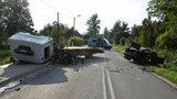 Pędził bmw i zderzył się z lawetą. 5 osób trafiło do szpitala, kierowca nie przeżył