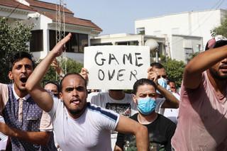Napięcia w Tunisie. Wojsko otoczyło parlament