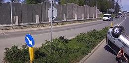 Groźne dachowanie na rondzie pod Wrocławiem. Ale jeszcze bardziej szokuje to, co stało się chwilę później. Zobaczcie wideo!