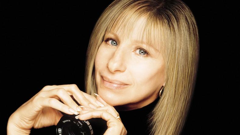"""Przez ostatni rok artystka przesłuchała dziesiątki nagrań, które poczyniła w ciągu swojej 50-letniej kariery, a które do dnia dzisiejszego nie ujrzały światła dziennego i wybrała 11 piosenek, które ukażą się na płycie """"Release Me"""" w październiku"""