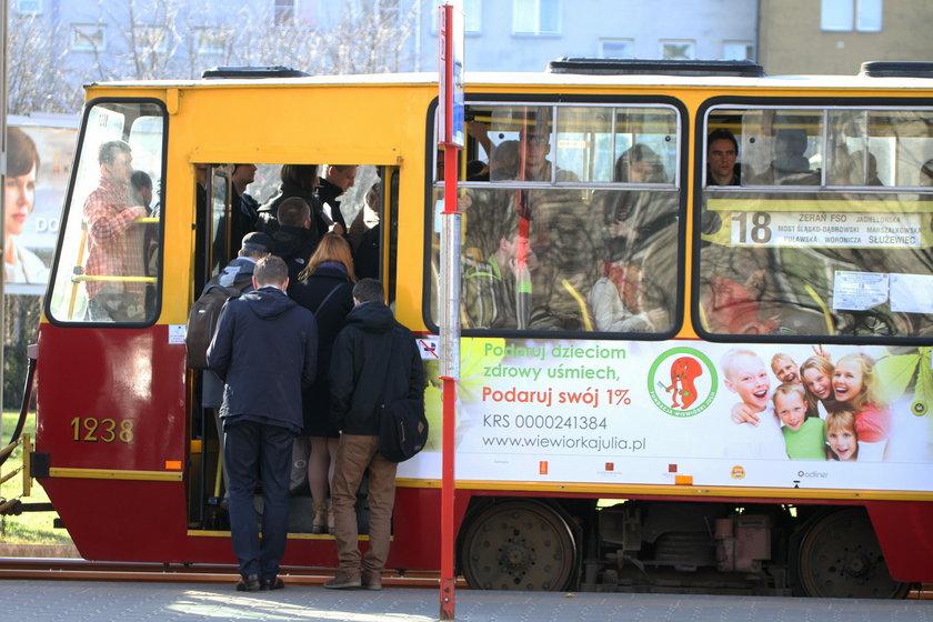 Tłok w tramwajach na Mokotowie