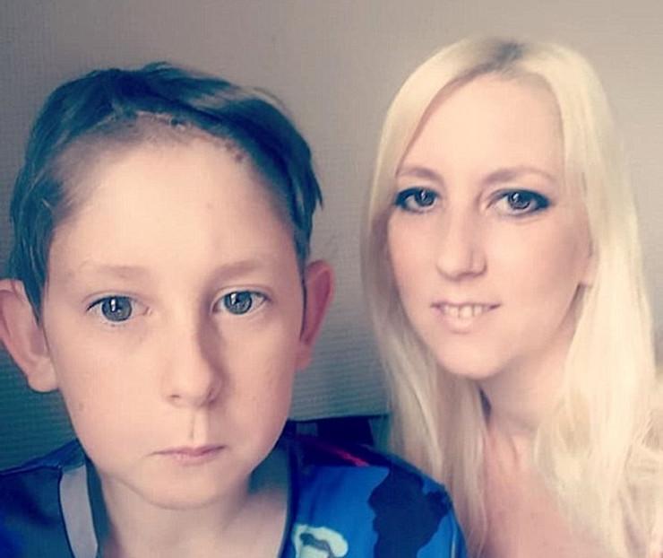 Dečak i majka