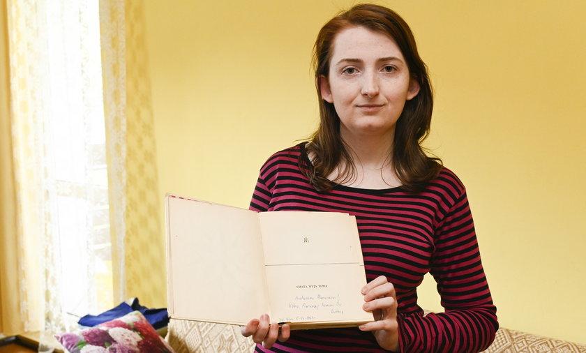 Dagmara Niemiec (31 l.) z Jeleniej Góry (woj. dolnośląskie) liczy, że uda się jej znaleźć właściciela książki sprzed ponad pół wieku