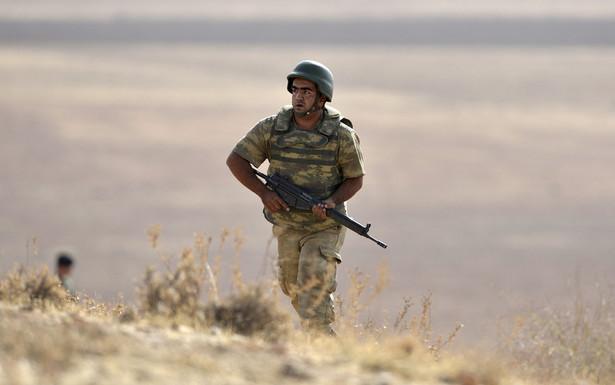 Na razie syryjskie wojsko zrzuca na prowincję ulotki z odezwą, aby przebywający na jej terenie wrócili na łono jedynej, prawowitej władzy w kraju.