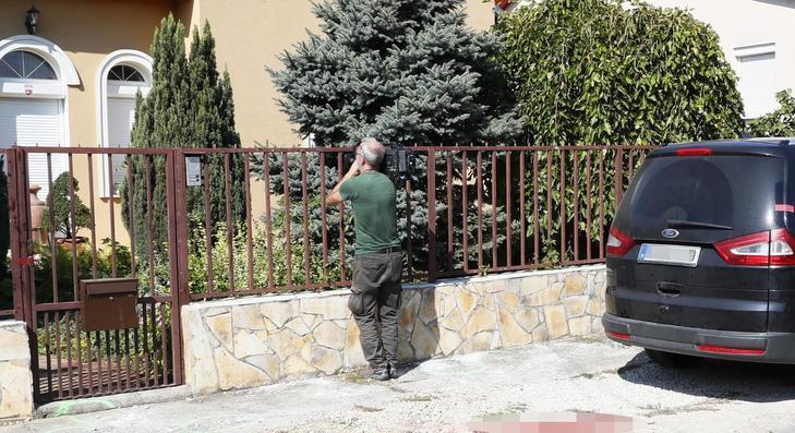A férfi a ház előtt kezdett fékevesztett mészárlásba /Fotó: Fuszek Gábor