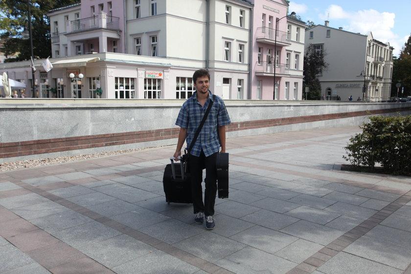 Artem Furman (23 l.), uliczny grajek