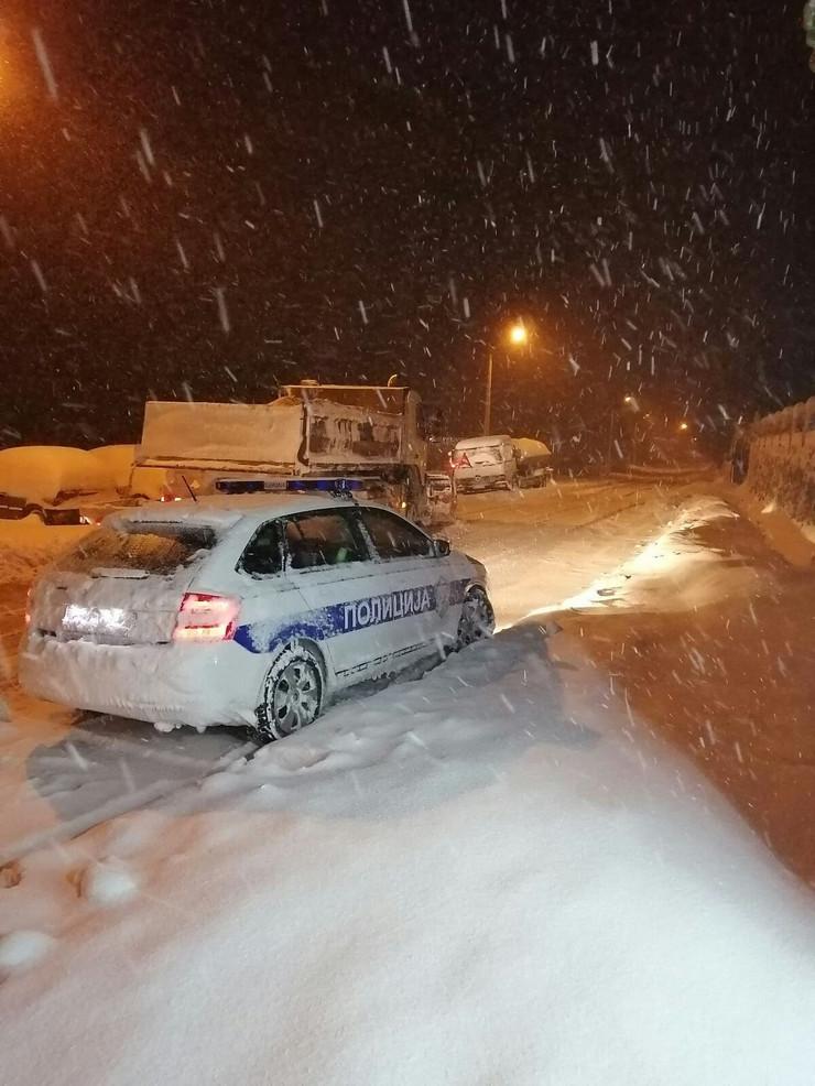 Novi Pazar Sjenica sneg zavejana vozila