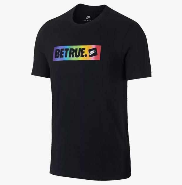 Tenisky a oblečenie na podporu LGBT 695e844d128