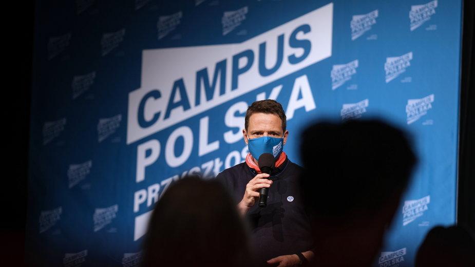 Prezydent Warszawy Rafał Trzaskowski podczas spotkania z młodzieżą nt. akcji Campus Polska Przyszłości w Bielsku-Białej