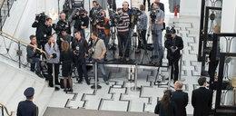 """PiS zakaże tu filmowania polityków. """"Prezes tego nie znosi"""""""