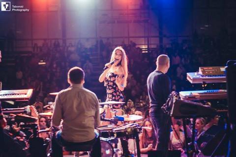 Tanja Savić, Rada Manojlović, Milica Todorović i Topalko oduševili na koncertu u Zrenjaninu! FOTO