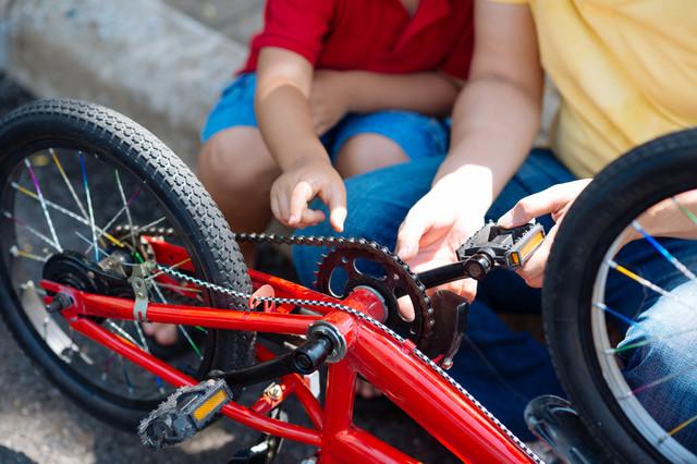 Deca će učiti da sama poprave bicikl