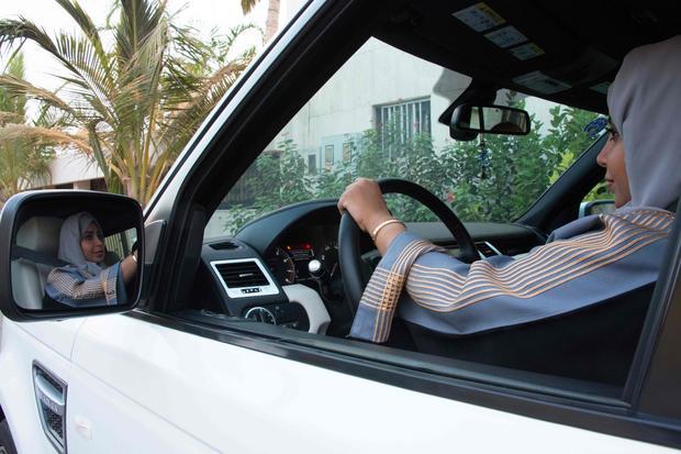 Kobiety mogą już prowadzić samochody i wchodzić na stadiony