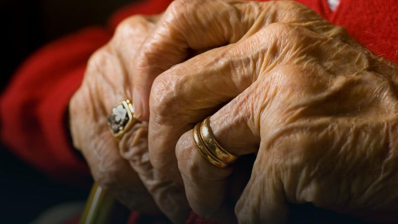 Samotna starość - szybsza śmierć