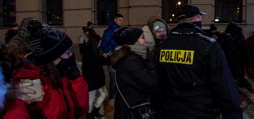 Policjantowi puściły nerwy? Kontrowersyjne nagranie z Zakopanego. Służby komentują