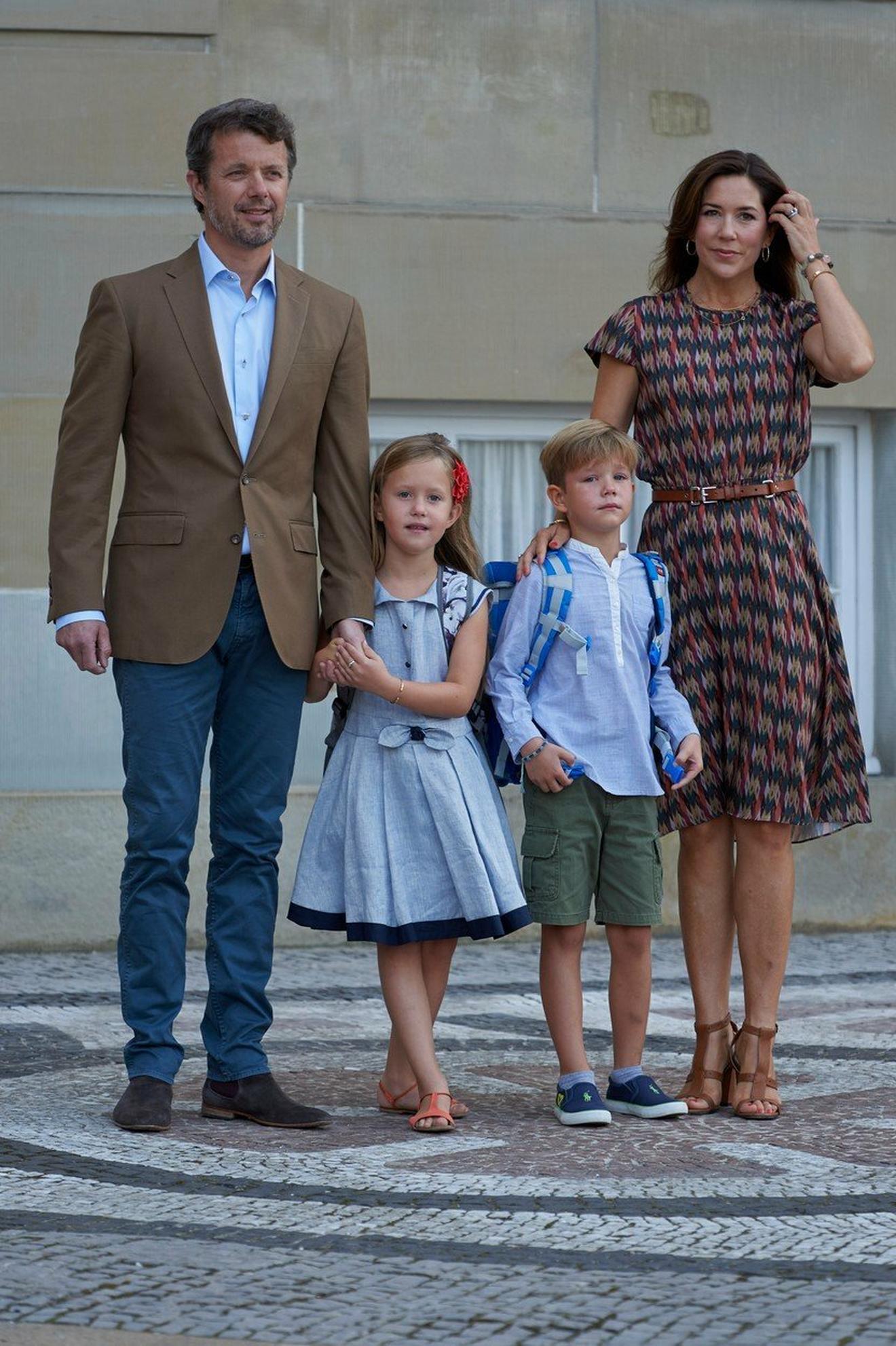 Danska princeza Meri sa suprugom princem Frederikom i decom, bliznacima Džozefin i Vinsentom u avgustu ove godine u Kopenhagenu: njene sjajne metode vaspitanja