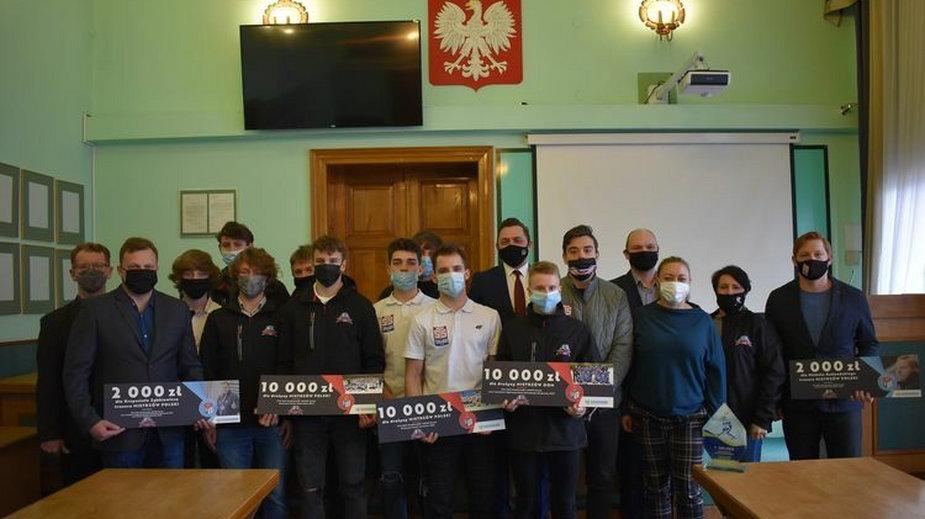 Sukcesy UKS Niedźwiadków zostały docenione przez Urząd Miasta Sanoka