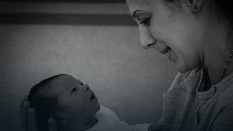 Co trzecia rodząca w latach 2004-2014 wspomina, że podczas porodu dziecko zostało z niej wypchnięte siłą, fot.  Gaborfejes, pixabay.com