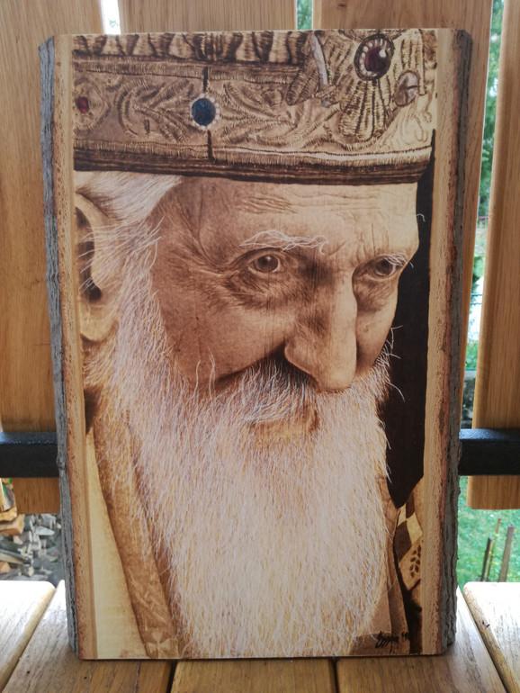 Tri puta na drvetu slikao patrijarha Pavla, sva tri rada poklonio