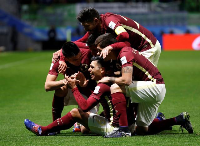 Silvio Romero sa saigračima iz FK Amerika slavi jedan od golova protiv Jeonbuka