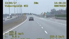 Mknął autostradą 222 km/h