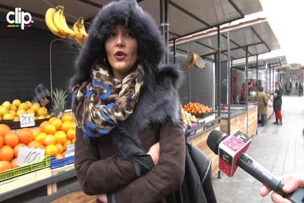 Srpska voditeljka POTPUNO ZAMASKIRANA ušla na pijacu, a onda su počeli da joj dobacuju! (VIDEO)