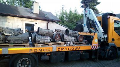 Nalot na warsztaty w Otwocku i Zielonce. Odzyskano auto i części o wartości 640 tys. zł