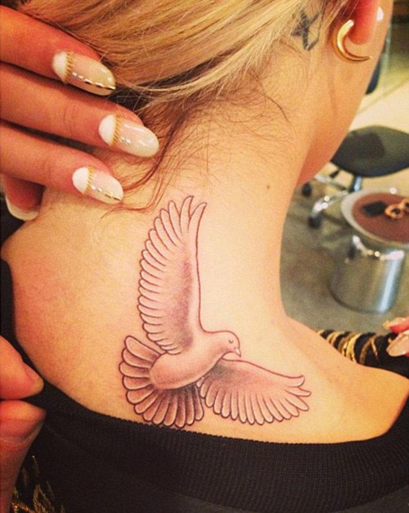 Rita Ora tatuaż