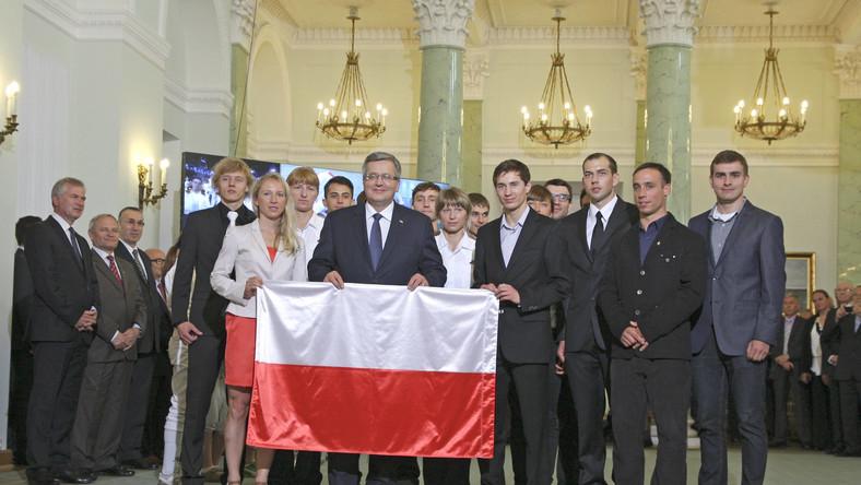 Prezydent wręczył flagę narodową kandydatom do reprezentacji olimpijskiej na zimowe igrzyska olimpijskie w Soczi w 2014 roku