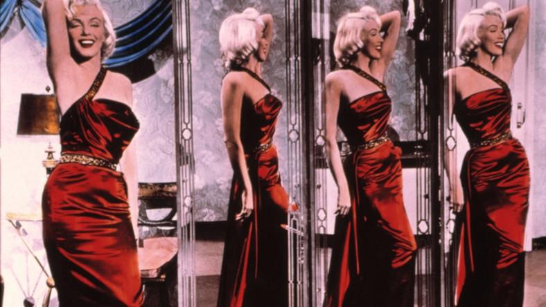 Aktorki realizujące się na scenie jako wokalistki to oczywiście nie jest wynalazek ostatnich kilkunastu lat. W latach 20. zeszłego wieku triumfy na obu polach święciła chociażby Josephine Baker. W Polsce mieliśmy z kolei Hankę Ordonówną. Po II wojnie przed mikrofonem z powodzeniem stawała sama Marilyn Monroe. Wielką muzyczną karierę w latach 60. rozpoczęła Barbra Streisand, a dekadę później solowy album wydała Patti LaBelle. Pod koniec lat 90. zadebiutowała Kylie Minogue, która miała już sporo ról na koncie. Po niej wiele aktorek próbowało zaistnieć na wokalnej scenie, z różnym skutkiem
