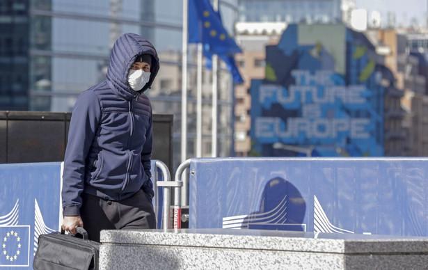 Zgodnie z harmonogramem dzisiejszy szczyt miał być poświęcony nowemu europejskiemu budżetowi. Ale pandemia oznacza, że już spóźnione prace jeszcze bardziej się przedłużą