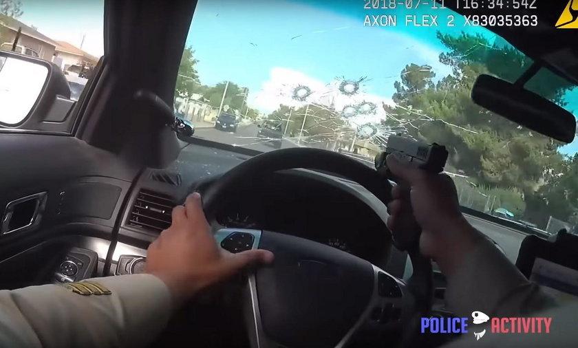 Sceny jak z filmu. Policjant strzelał przez szybę w trakcie jazdy