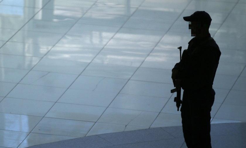 Horror na lotnisku! Urzędnicy... zamordowali turystę!