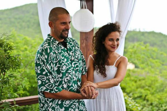 Moja devojka Dea i ja venčali smo se na Karibima. To su lepa ostrva. proveli smo tamo celo leto s prijateljima. Tako sam zaokružio jednu priču