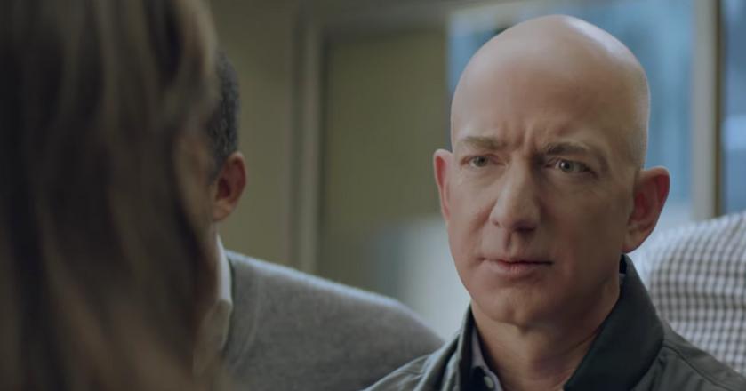 Jeff Bezos w reklamie jest zdziwiony tym, że Alexa przestała działać
