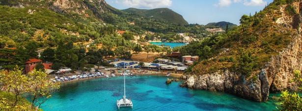 Pierwszą 10 najchętniej wybieranych wakacyjnych miejsc przez Polaków w 2013 roku zamyka grecka wyspa – Korfu. Za wakacje na tej niewątpliwie pięknej wyspie trzeba zapłacić średnio 2346 złotych.