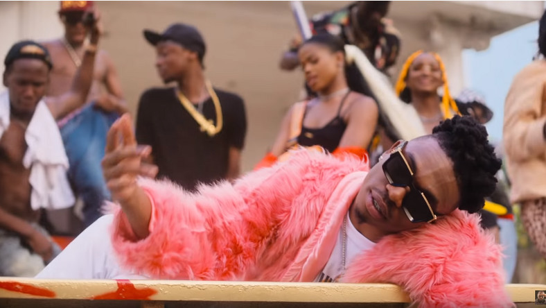 Mayorkun merges alte with mainstream on, 'Geng' video. (YouTube/Davido)