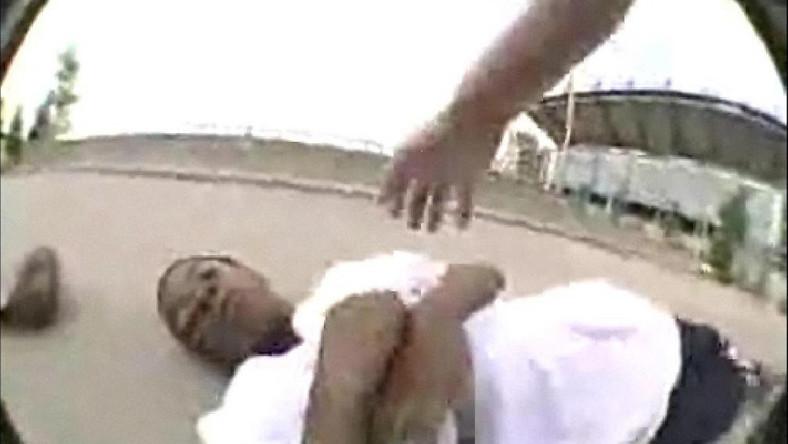 Uderzył się w głowę i...zaczął chrapać