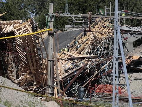 edb2788cc807c Niepokojące doniesienia napłynęły ze Szwecji. W miejscowości Ludvika doszło  do groźnego wypadku. Zawalił się budowany wiadukt kolejowy.