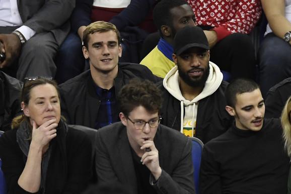 Antoan Grizman i Aleksandar Lakazet na NBA meču u Londonu