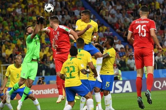 Tijago Silva daje gol za 0:2