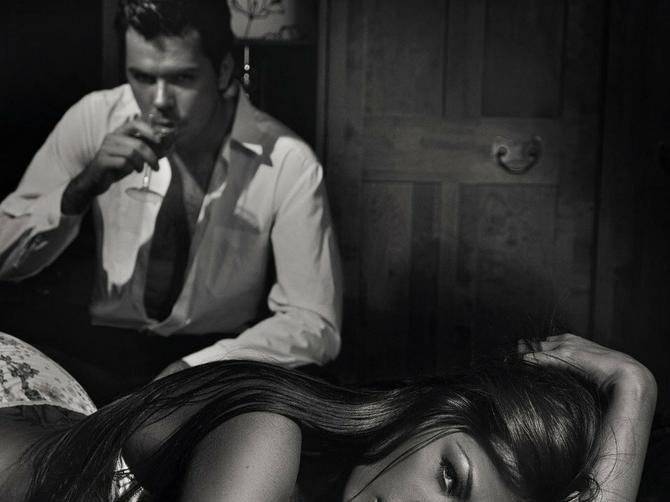 Muškarci se OVOG SVOG POSTUPKA najviše STIDE u seksu, ali redovno ga PONAVLJAJU: Razlog je posebno NEVEROVATAN