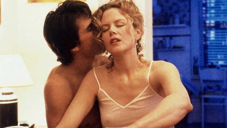 Do swego ostatniego filmu Stanley Kubrick zatrudnił gwiazdorską parę Nicole Kidman – Tom Cruise, by na planie rozdzielić małżonków, napędzając ich przeciwko sobie, wyciskając z nich osobiste, intymne wyzwania i ostatnie soki – vide: scena ukazująca romans Alice z nieznajomym