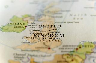 """Anglia znosi restrykcje. Ciemne chmury nad wyczekiwanym """"Dniem wolności"""""""