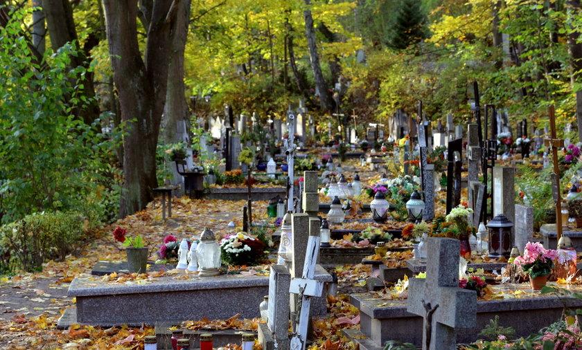 Oskarżają proboszcza, że sprzedał ich grób