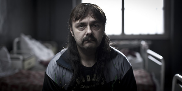 """Po weekendzie otwarcia najnowszy film twórcy """"Drogówki"""" Wojciecha Smarzowskiego """"Pod Mocnym Aniołem"""" ma już ponad 254 tys. widzów."""