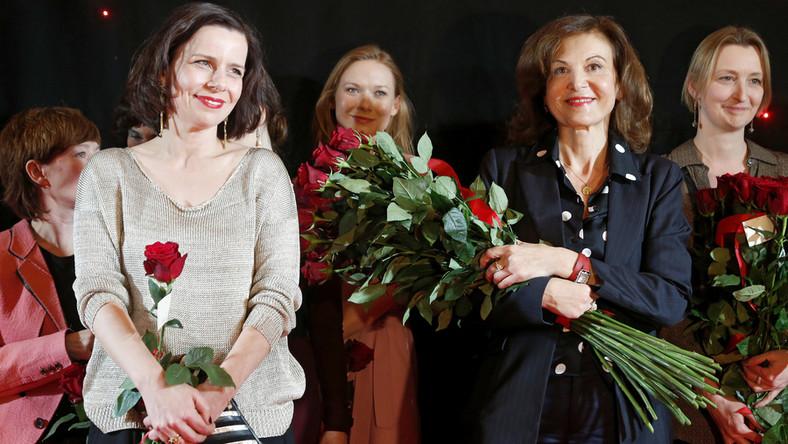 """Anne Fontaine – jedna z najważniejszych współczesnych francuskich reżyserek i scenarzystek, autorka pamiętnych obrazów """"Coco Chanel"""" i """"Dziewczyny z Monaco"""", pojawiła się na wydarzeniu osobiście. Na czerwonym dywanie towarzyszył jej mąż, producent Philippe Carcassone oraz autor oryginalnego pomysłu na film – Philippe Mayal, którego ciocia Madeleine Pauliac była pierwowzorem głównej bohaterki (granej przez Lou de Laâge). Znakomitą polską obsadę reprezentowały: Agata Kulesza, Joanna Kulig, Anna Próchniak, Eliza Rycembel, Helena Sujecka, Marta Mazurek, Dorota Kuduk i Katarzyna Dąbrowska. Na widowni zasiedli zaś m.in.: Kinga Dębska, Paweł Pawlikowski, Krzysztof Zanussi, Anna Lewandowska i Liliana Komorowska. Agata Buzek była nieobecna z powodu zobowiązań zawodowych."""