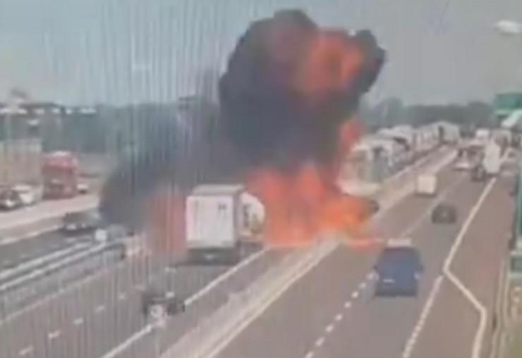 Eksplozija Bolonja autoput cisterna kamion prtscn